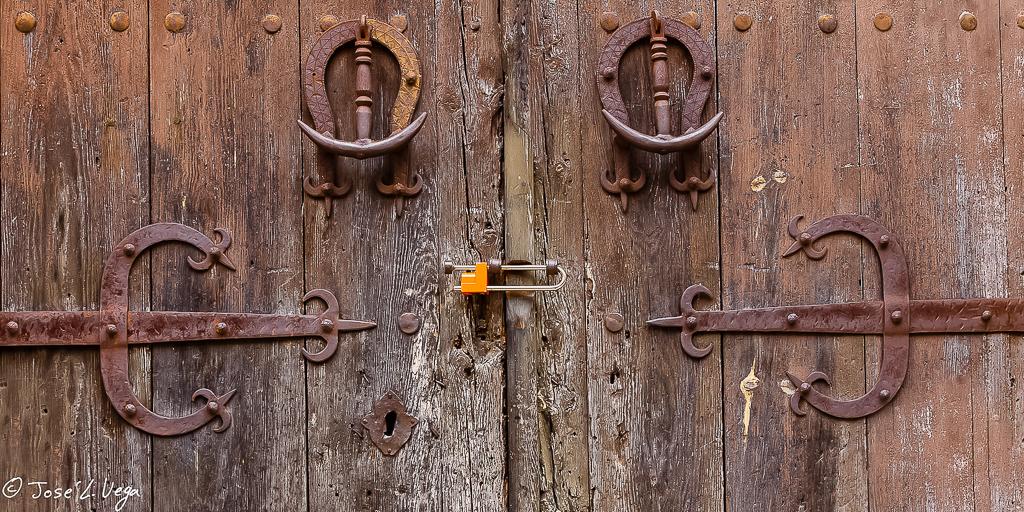 Puertas, herrajes y picaportes